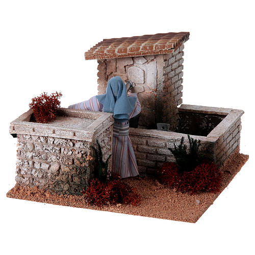 Kobieta przy fontannie szopka 12 cm ruchoma figurka 3