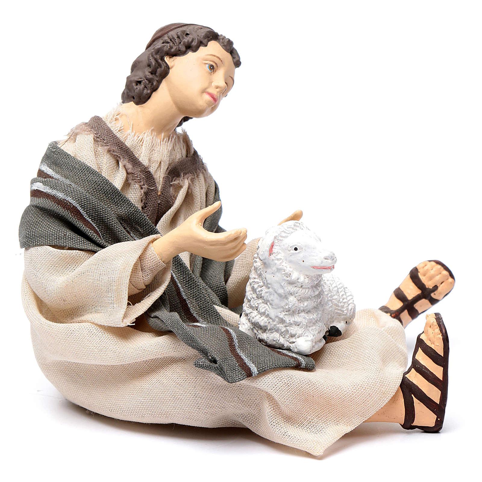 Pastore per presepe seduto con pecorella 15 cm resina 3