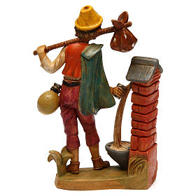 Hombre cerca de la fuente 16 cm de altura media belén s2