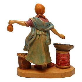 Donna con castagne per presepe di 10 cm  s2