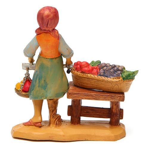 Mulher com banca de fruta de 10 cm presépio 2