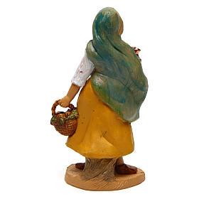 Mujer con cesta y jarrón de 10 cm de altura media belén s2