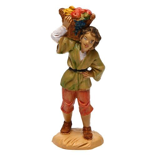 Rapaz com cesta de fruta nos ombros de 10 cm pvc presépio 1