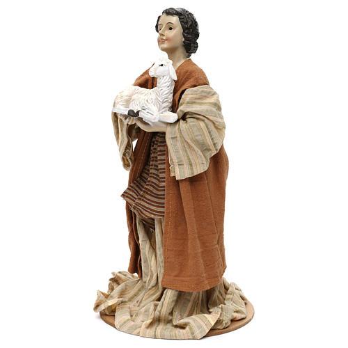 Pastor con oveja en brazos resina coloreada 30 cm 2