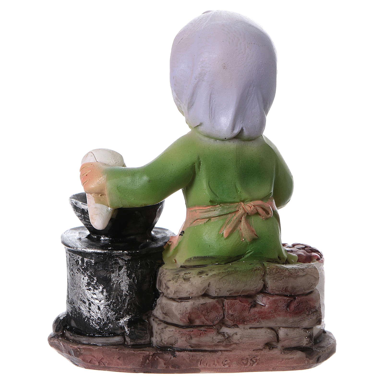 Santon femme qui rôtit les châtaignes pour crèche 9 cm gamme enfants 3