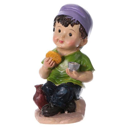 Estatua niño que come para belenes línea niño 9 cm 2