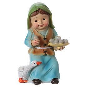 Figuras del Belén: Estatua pastora con ganso y huevos para belén línea niño 9 cm