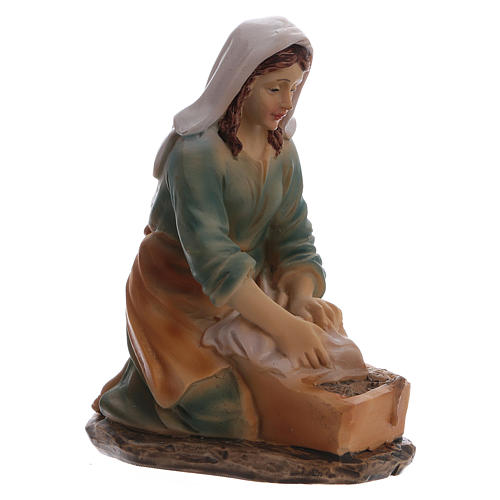 Laundress in resin, for 15 cm kids nativity set 3