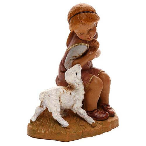 Petite fille avec agneau Fontanini pour crèche de 30 cm 3