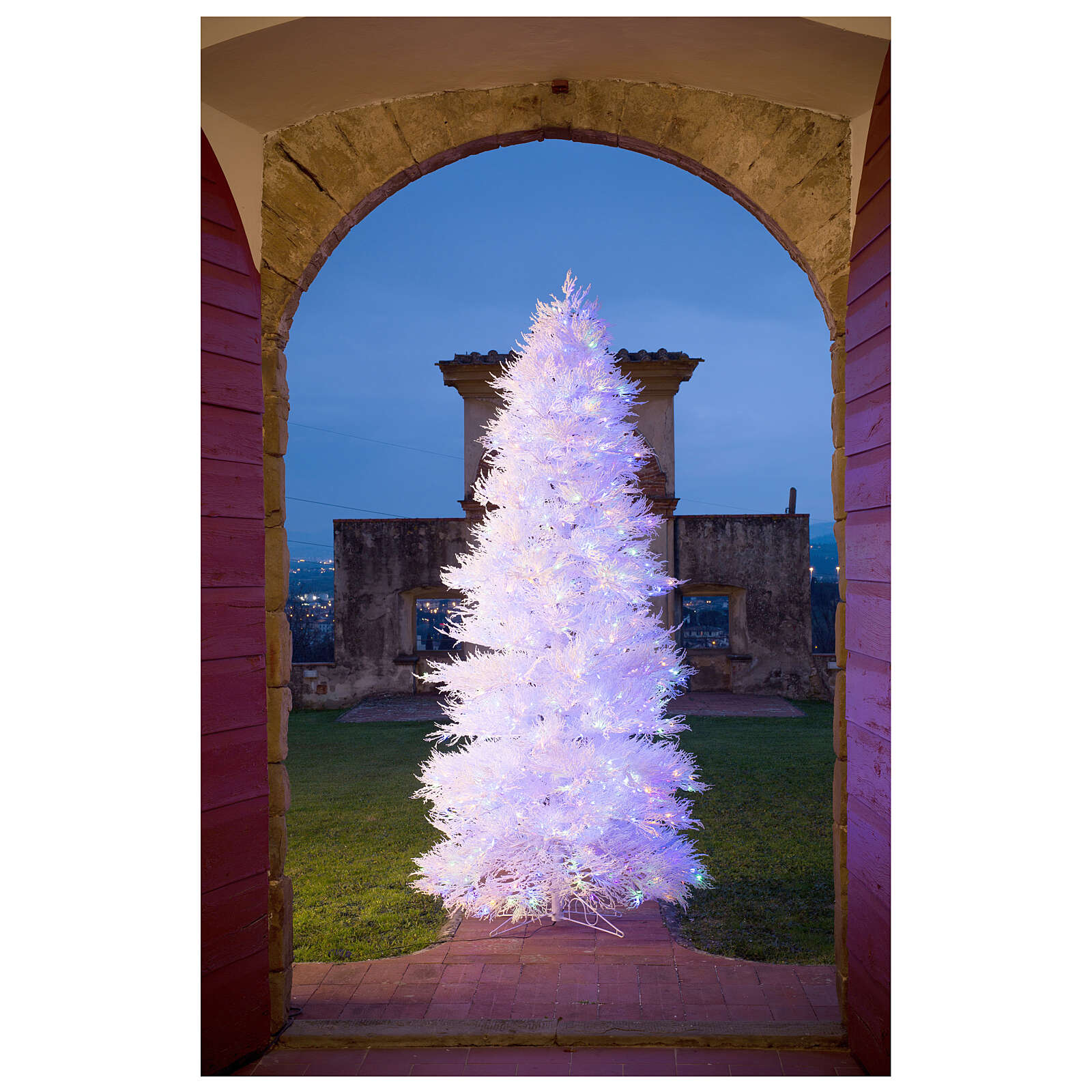 STOCK Winter Glamour Christmas tree 270 cm 900 red LEDs outdoor 3