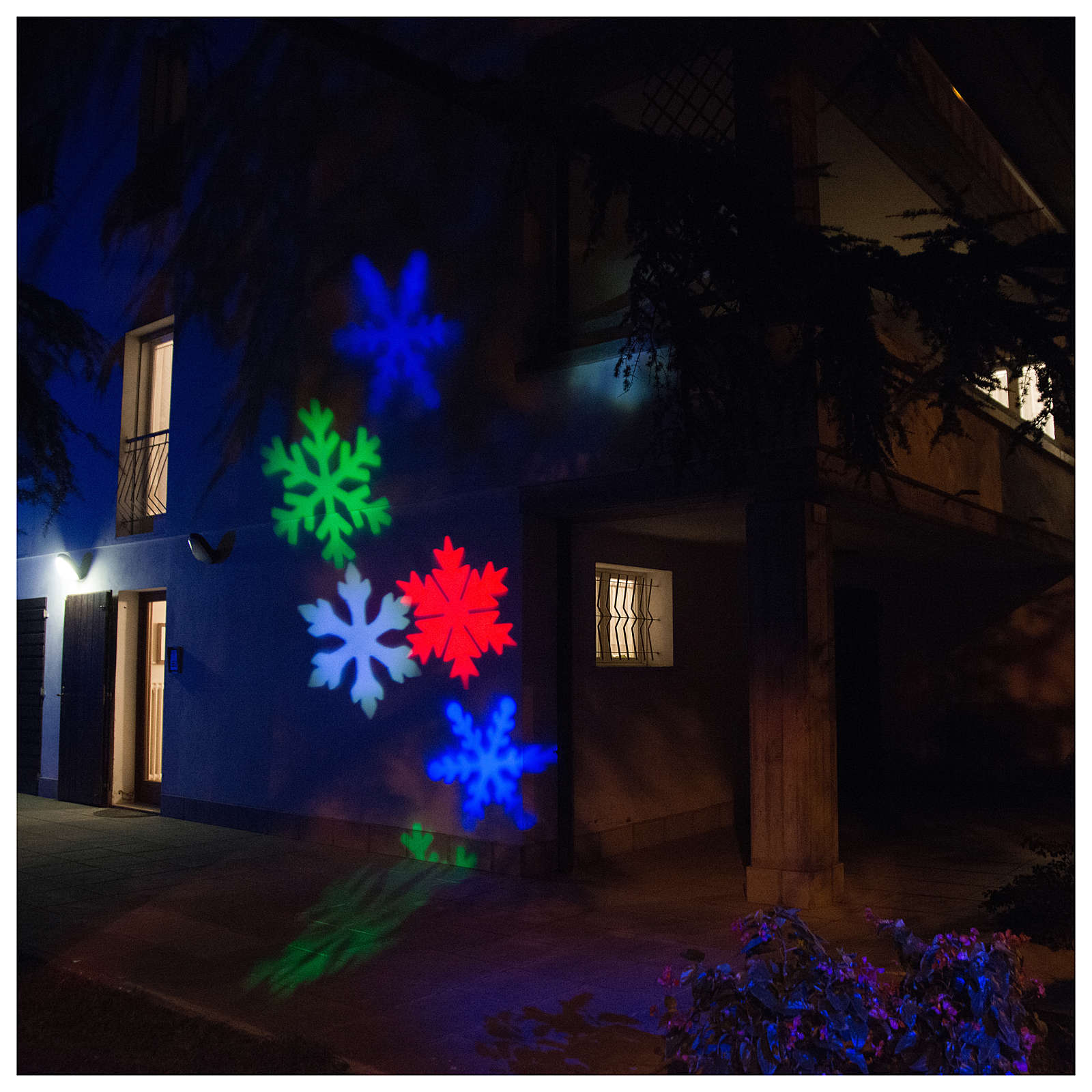 LED-Projektor Schneeflocke mehrfarbig für innen und außen 3