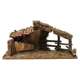 Portales, cabañas y cuevas: Cabaña con cobertizo de tejas y empalizadas, 30x60x20 cm para belenes de 10-13 cm de altura media