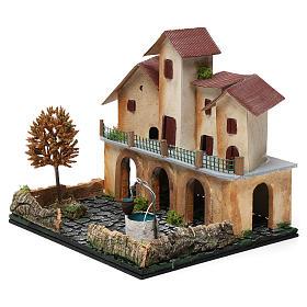 Borgo con piazza, pozzo, albero e porticato 25X25X20 cm per presepe s2