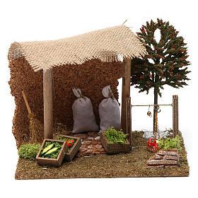 Maisons, milieux, ateliers, puits: Abris avec légumes et balance 20x20x20 cm pour santons crèche 9-10 cm