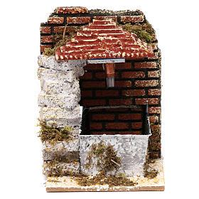 Fontana per presepe con tettoia 15x10x15 cm s1