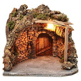 Ambientación iluminada con cobertizo madera y corcho 25x30x25 cm belén napolitano s1