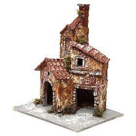 Estructura con tre edificios casitas 20x15x15 cm de resina sobre base madera belén napolitano s2