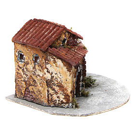 Casa in resina su base legno con porticato e portone aperto 15x20x20 cm presepe napoletano s3