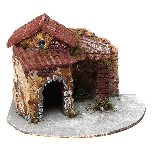Casa in resina su base legno con porticato e portone aperto 15x20x20 cm presepe napoletano 1