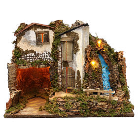 Maison rustique avec lumières et cascade 35x50x25 cm pour crèche 11 cm s1