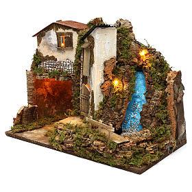 Maison rustique avec lumières et cascade 35x50x25 cm pour crèche 11 cm s2