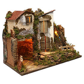 Maison rustique avec lumières et cascade 35x50x25 cm pour crèche 11 cm s3