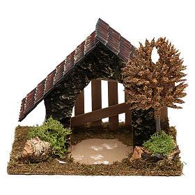 Cabaña de corcho con cerca y árbol belén 6 cm s1