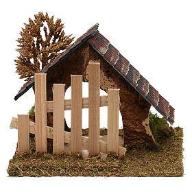 Cabaña de corcho con cerca y árbol belén 6 cm s4