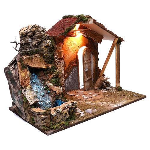 Cabane toit en pente rouge chute d'eau électrique 45x60x35 cm pour crèche 8 cm 3