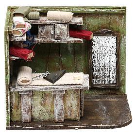 Ambientações para Presépio: lojas, casas, poços: Atelier de alfaiate com espelho 10x15x10 cm para presépio com figuras de 10 cm de altura média