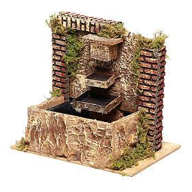 Fontana con pompa a tre strati di 15x20x14 cm per presepi 8-10 cm s2