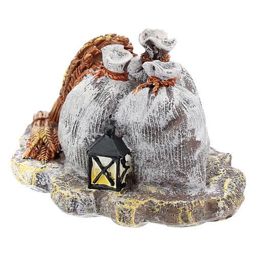 Décor avec sacs et lanterne en résine bricolage crèche 8-10 cm 2