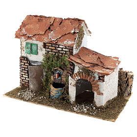 Casa con fuente para belén 20x30x20 cm s2