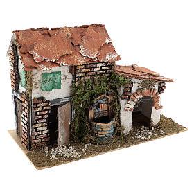 Maison avec fontaine pour crèche 20x30x20 cm s3