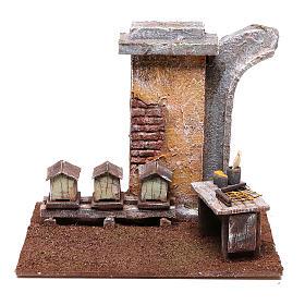 Ambientações para Presépio: lojas, casas, poços: Cenário apicultor 15x15x15 cm para presépio de 10 cm de altura média