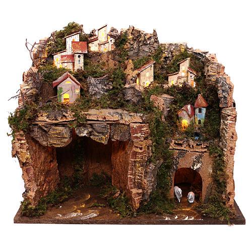 Borgo illuminato su montagna con grotta e fienile presepe 9 cm 1