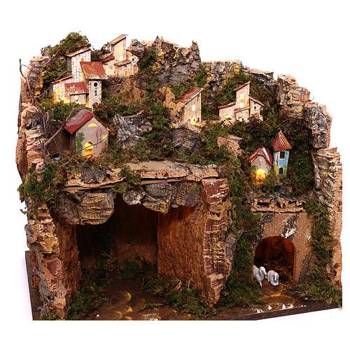 Borgo illuminato su montagna con grotta e fienile presepe 9 cm 3