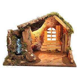 Cabaña de madera con cascada lateral que funciona belén 14 cm s1