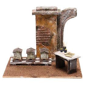 Ambientações para Presépio: lojas, casas, poços: Cenário apicultor com colméias para presépio com figuras de 12 cm de altura média