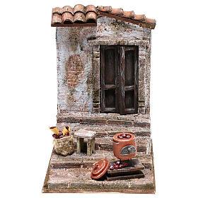 Ambientações para Presépio: lojas, casas, poços: Cena escadaria com panela castanhas para presépio com figuras de 10 cm de altura média