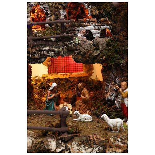 Borgo personaggi con fontana e luci effetto notte 6 cm 4