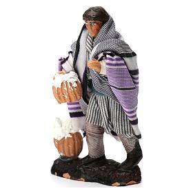 Hombre con requesón de terracota para belén de 8 cm de altura media s2