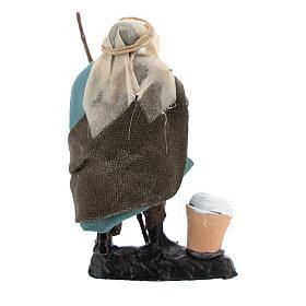 Hombre con requesón de terracota para belén de 8 cm de altura media s4