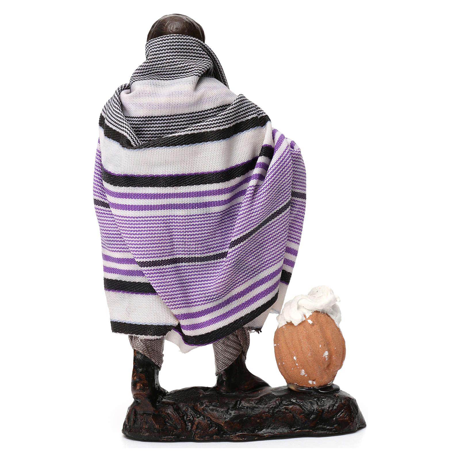 Uomo con ricotte in terracotta per presepe di 8 cm 4