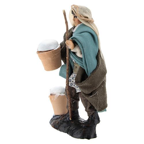 Uomo con ricotte in terracotta per presepe di 8 cm 2