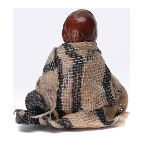 Enfant assis par terre pour crèche napolitaine de 8 cm s2