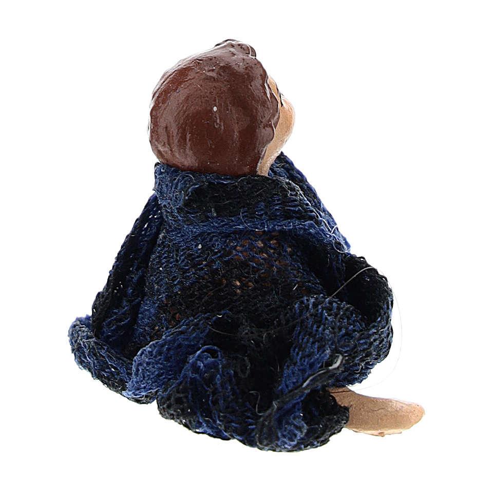 Bambino seduto a terra per presepe napoletano di 8 cm 4