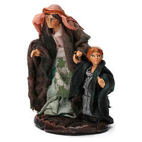 Donna con bambino per presepe napoletano di 8 cm s3