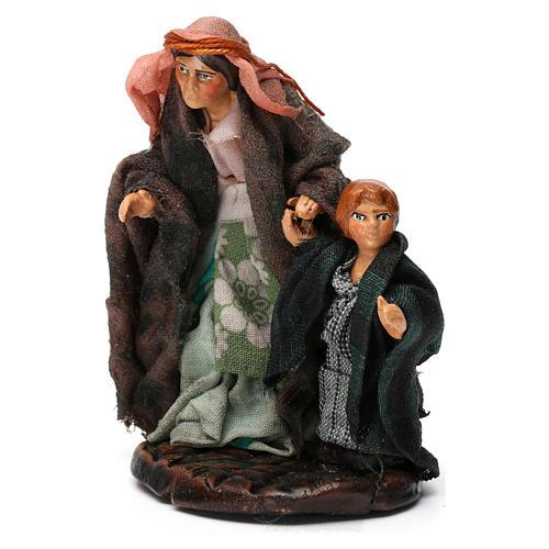Donna con bambino per presepe napoletano di 8 cm 3