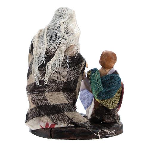 Donna con bambino per presepe napoletano di 8 cm 4